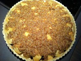 Inden makronmassen fordeles       Med makronmasse og klar til ovnen     Endnu en æbletærte, det er nu de dejlige danske æbler skal br...