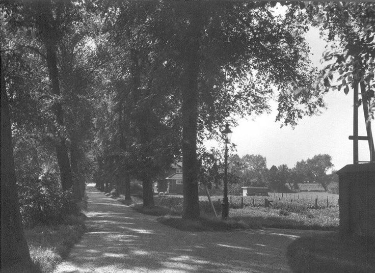 Westersingel geheel rechts het kerkhof tevens ingang de Weel.