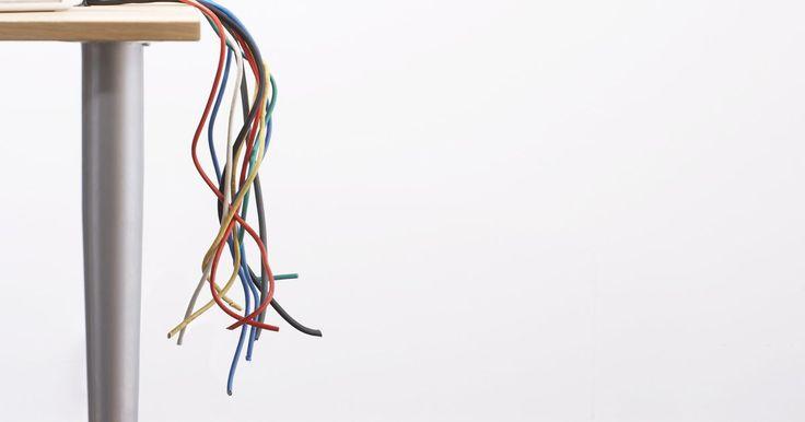 Colores para negativo y positivo en cables eléctricos. Estados Unidos cuenta con códigos estrictos y obligatorios para instalaciones eléctricas y cableado, establecidos en el Código Eléctrico Nacional (National Electrical Code, NEC por sus siglas en inglés). El NEC indica el color de los cables de neutro y tierra, pero no lo determina para el cable positivo, que en teoría podría ser de cualquier ...