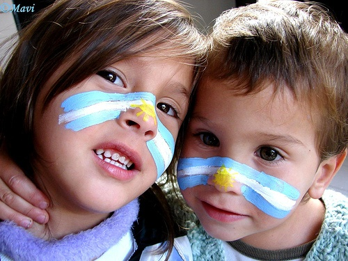 cute kids with the argentinian flag on their faces... I can already envision our future kiddies cheering for Argentina during the world cup. ♥