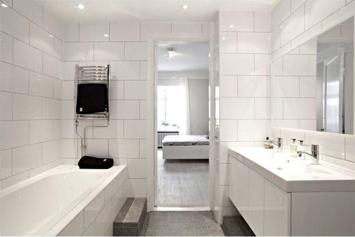 Kakel: vitt på väggarna, ljusgrått på golvet.    badrum design - Google Search