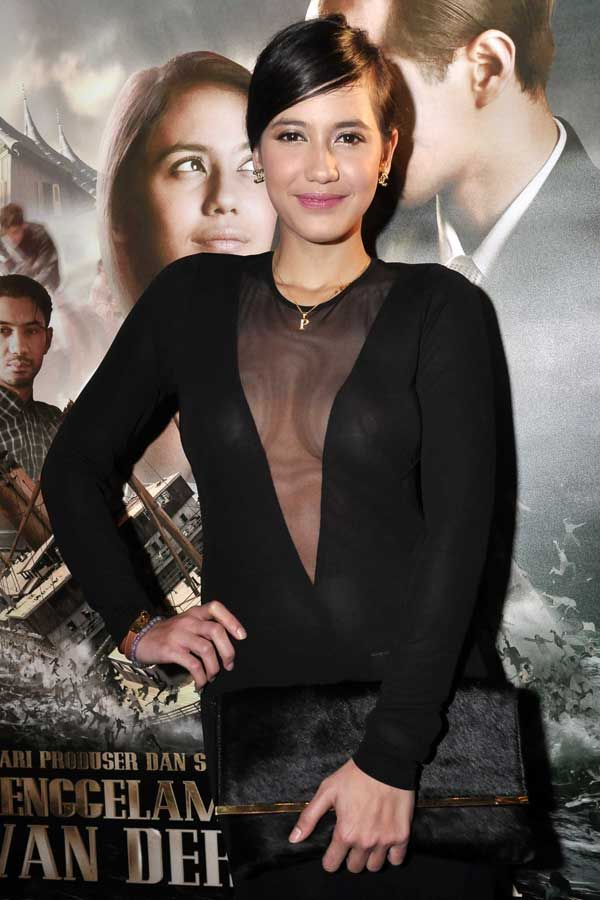 "FOTO Seksinya Pevita Pearce di Premiere Film ""Tenggelamnya Kapal Van Der Wijck"""