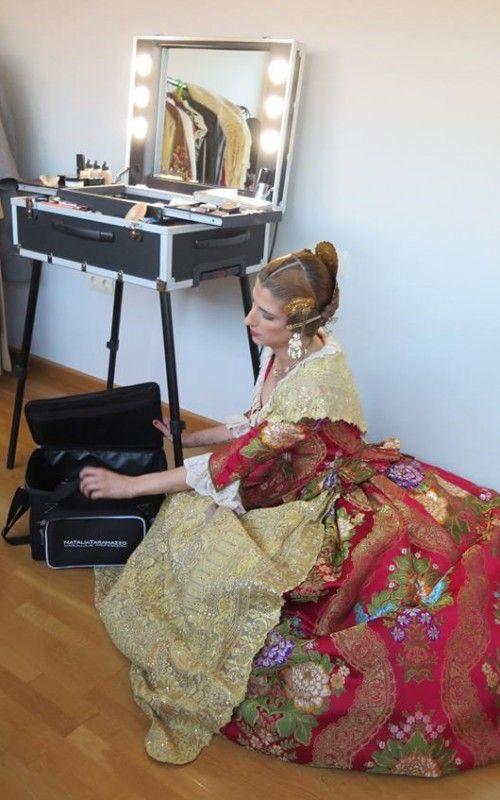 Cantoni furniture for a saturday make up artist. http://www.cantonishop.it/blog/il-sabato-di-una-make-up-artist/ #makeupstation #makeupartist #cantoniprofessional