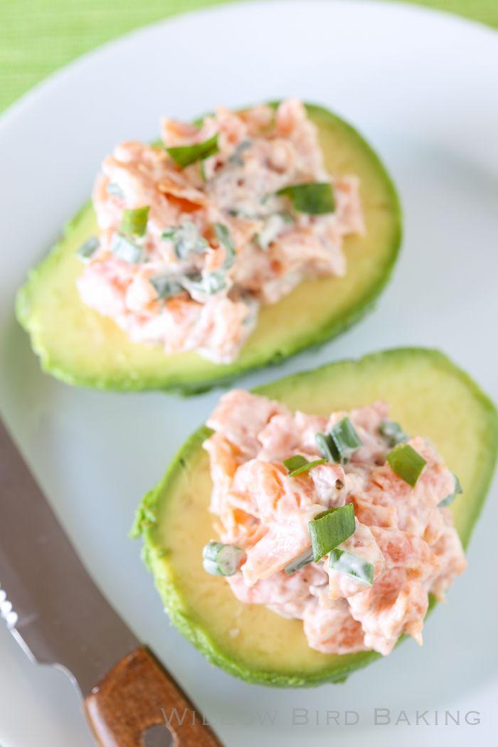Fumé Salade de saumon dans Avocado Boats