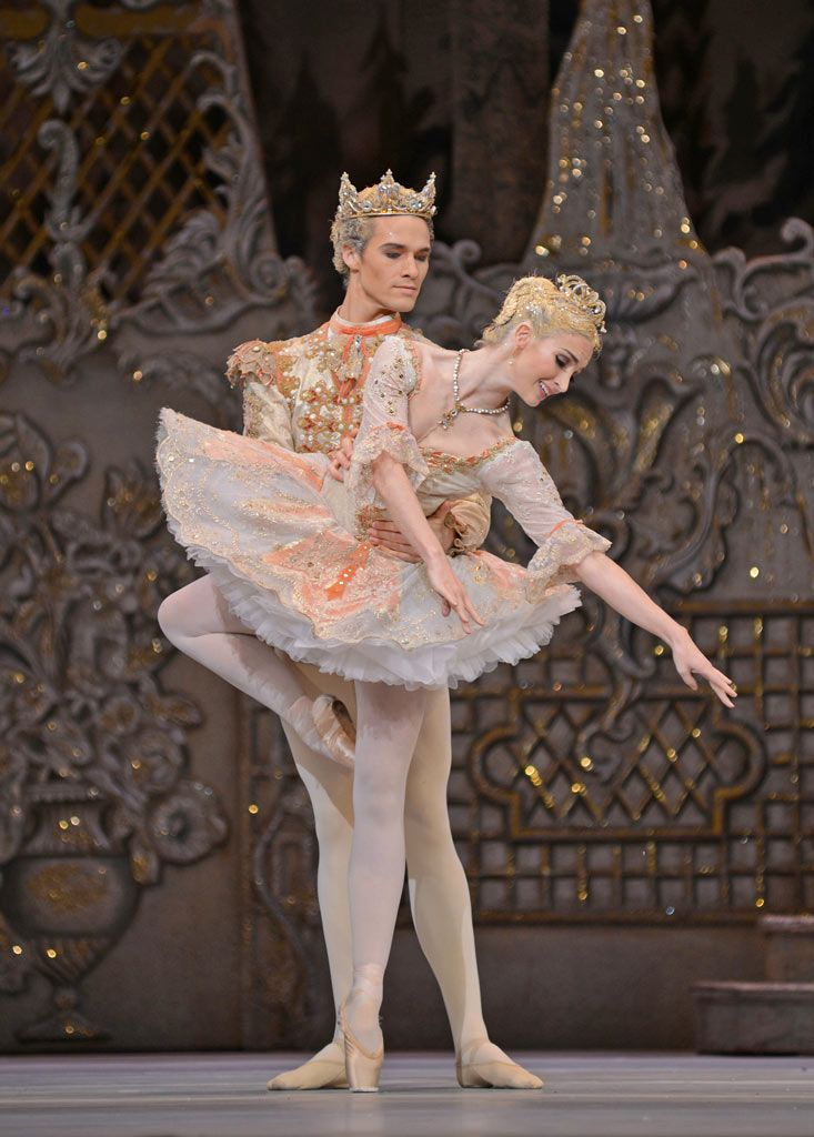 Lauren Cuthbertson and Cory Stearns in The Nutcracker. © Dave Morgan, by kind permission of the Royal Opera House. ♥ Wonderful! www.thewonderfulworldofdance.com