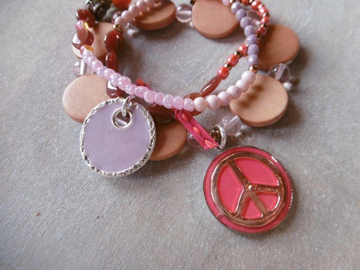 Armband 3 -fach Eamille Anhänger & Peace Zeichen coralle, lila, sand beige