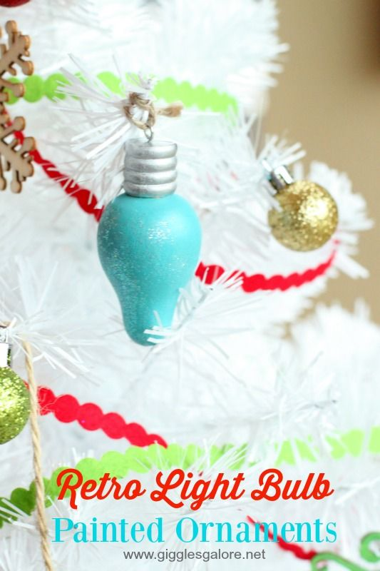 Retro Light Bulb Painted Ornaments | Giggles Galore #decoartprojects #americanaacrylics