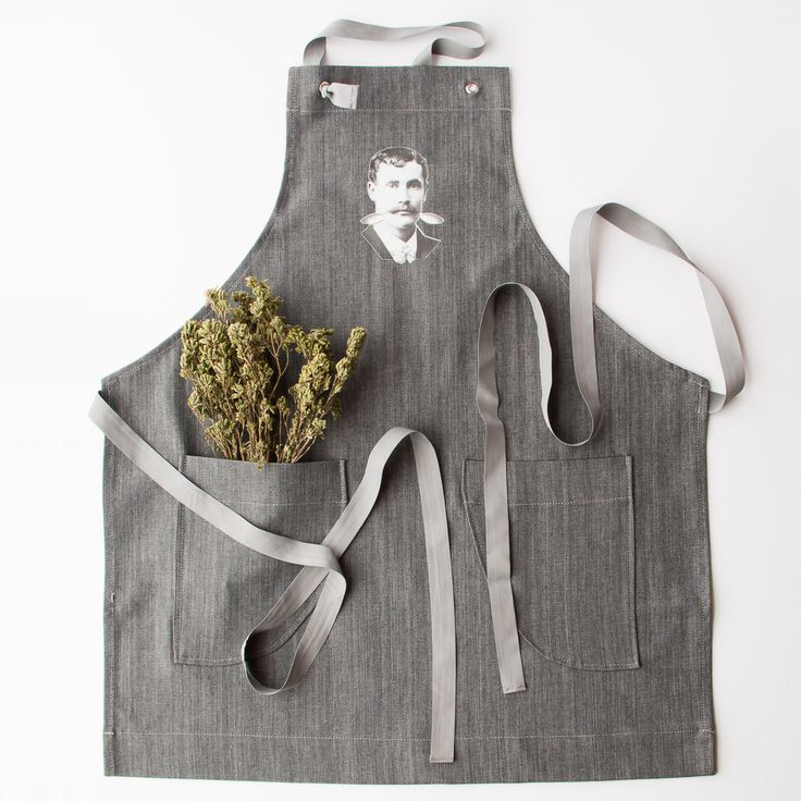 Marked by an illustration of a Victorian character with a funny moustache, this apron will leave nobody indifferent.