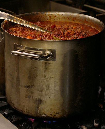 Chili for a crowd   http://frugalgranola.com/2012/01/chili-for-a-crowd/