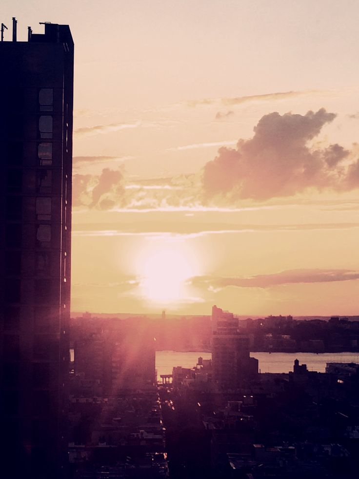 Manhattan. Starring At the Sun. Starring At New York Skyline, keeping my eyes closed ⚓️#rooftop #yellow #black #coffee #architecture #art #cool #dark #adorable #breathe #dinner #beautiful #beauty #newyork #photography #photo #night #nyc #awesome #light #sky #sunset #freedom #love #peace #citylights #confused #escape #darkside #clouds