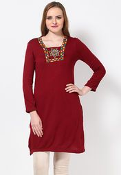Winters are no excuse for you to compromise on style! Aurelia offers this pretty, red coloured kurta that will surely delight women, who are fond of ethnic wear. Made from acrylic, this regular-fit kurta is not just appealing, but warm and comfortable to wear as well.