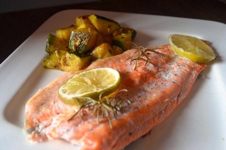 ¿Cómo hacer para que el pescado me quede jugosito y no todo seco, tostado y feo? Una técnica muy sencilla es que en lugar de hacerlo en el sartén, lo envuelva en papel aluminio y lo hornee por unos…