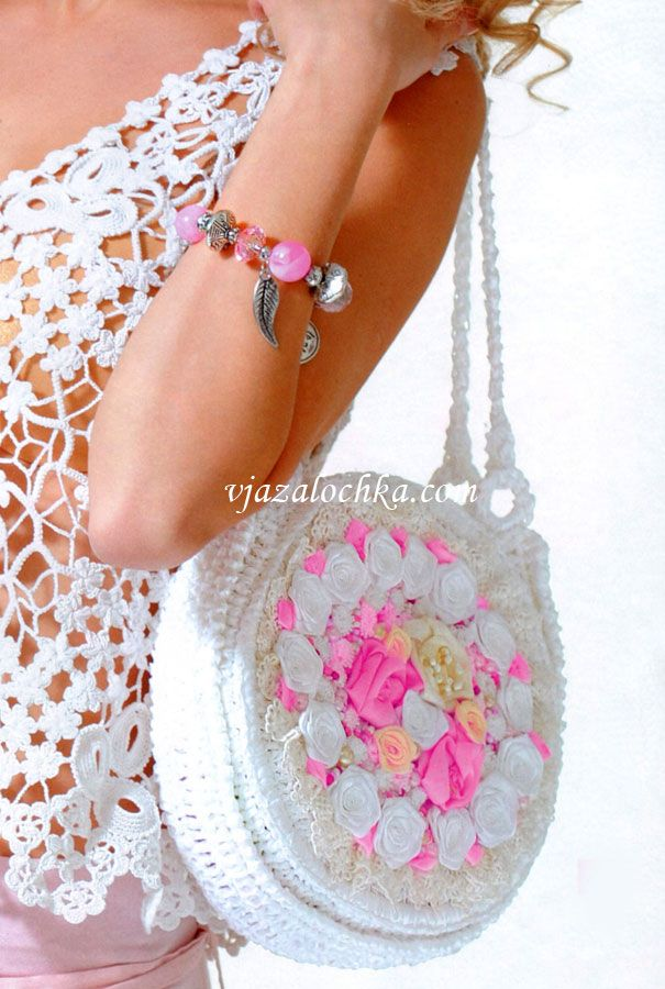 Круглая сумочка с розами из лент
