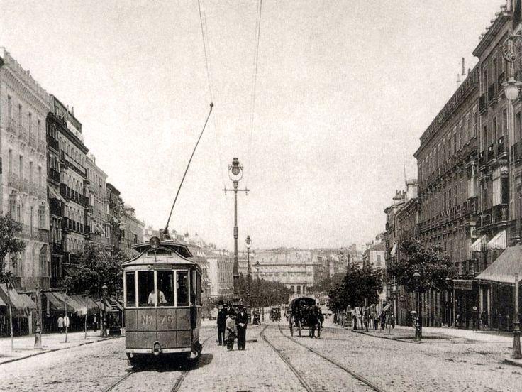 Calle de Alcalá (1905), al fondo Plaza de Cibeles y Palacio de Linares. La circulación de la calle Alcalá era de subida. A partir de 1926, fue en los dos sentidos - Portal Fuenterrebollo Madrid