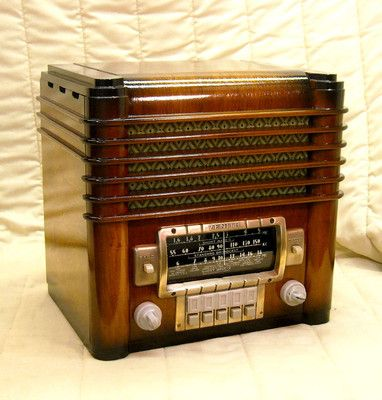 Old Antique Wood Zenith Vintage Tube Radio - Restored Working Zephyr Tombstone | eBay  Beautiful restoration job on this Zenith. *bows*