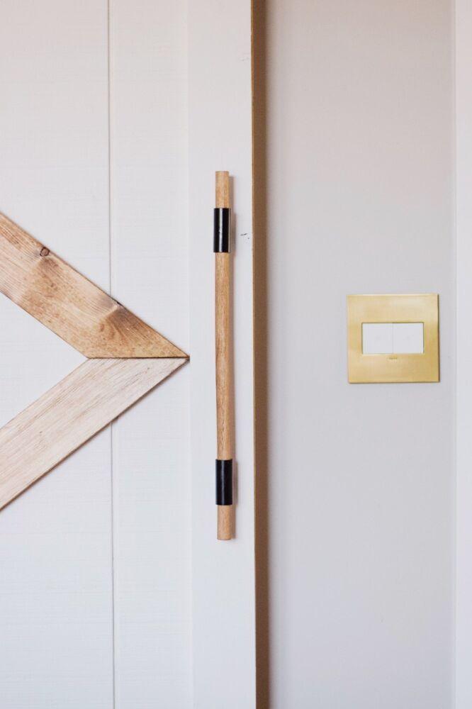 Diy Oversized Door Handle In 2020 Repurposed Items Upcycling Door Handles Diy Door