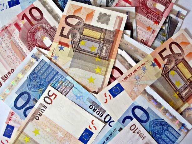 7 Secrets to Saving Money While Studying Abroad | Her Campus