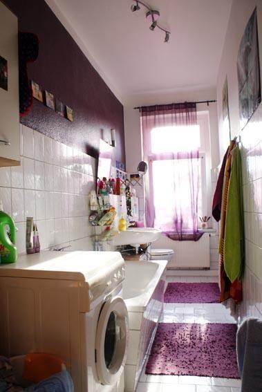 Großes Bad in lila mit Wanne - WG in Leipzig Zentrum-Süd #badezimmer #lilaträume