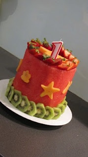 Now this is a fruitcake I would eat!  Made from a cylinder of watermelon, decorated with strawberries, kiwis and cantaloupe