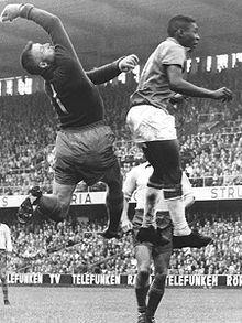 19. Nov. 1969: Der beim FC Santos spielende brasilianische Fußballstar Pelé erzielt in seiner Vereinslaufbahn das tausendste Tor.