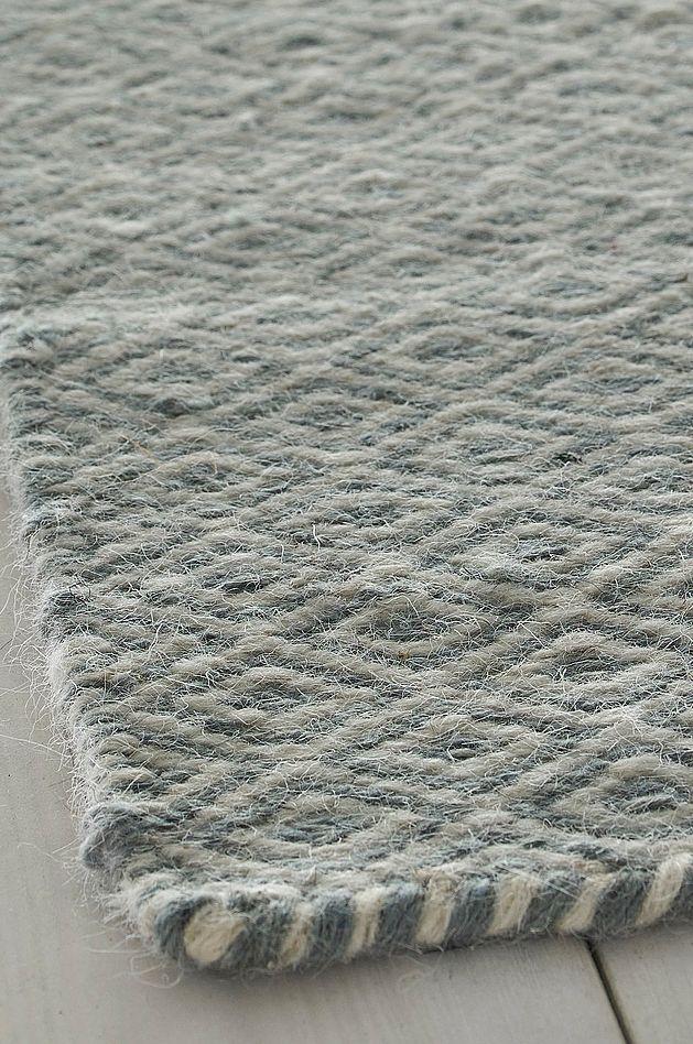 Fint teppe med det klassiske mønsteret  gåseøye . Varp av bomull.