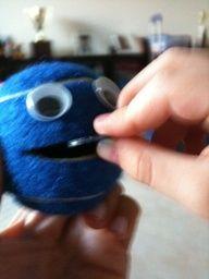 Treinar fechos como botões, colchete e velcro Brincadeira com Massinha - fazer bolinhas e apertar com dedo indicador Colocar ...