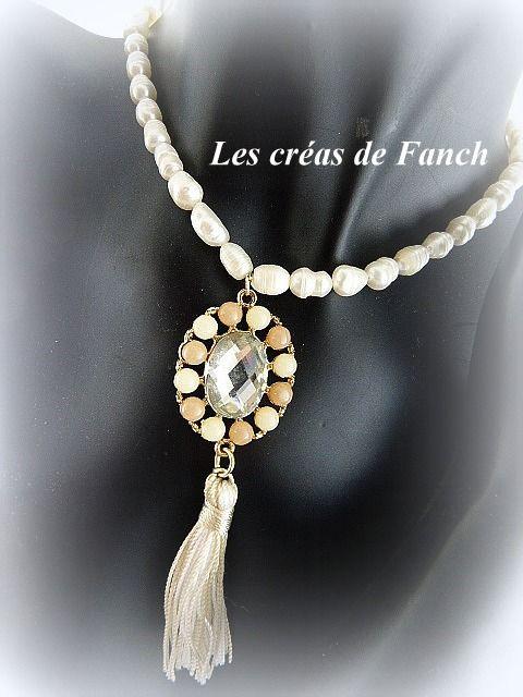 collier de perles d'eau douce et médaillon pendentif baroque chic : Collier par les-creas-de-fanch