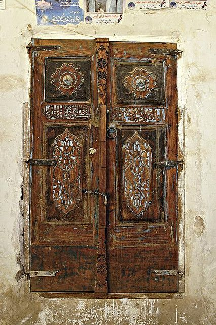 This is a typically unhinging and badly finished closet door, but there's a certain art to its worn-out look! Only in Yemen