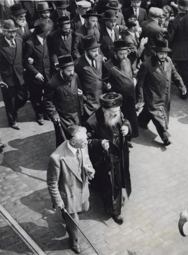 the jewish way of living before 1935 Jewish americans have flourished in america, enjoying immense freedom and opportunities but like other minorities, jewish americans have also faced prejudice, especially during periods of economic hardship or war.