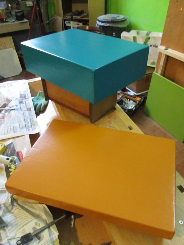 Cassetta militare in legno: fasi di coloritura.
