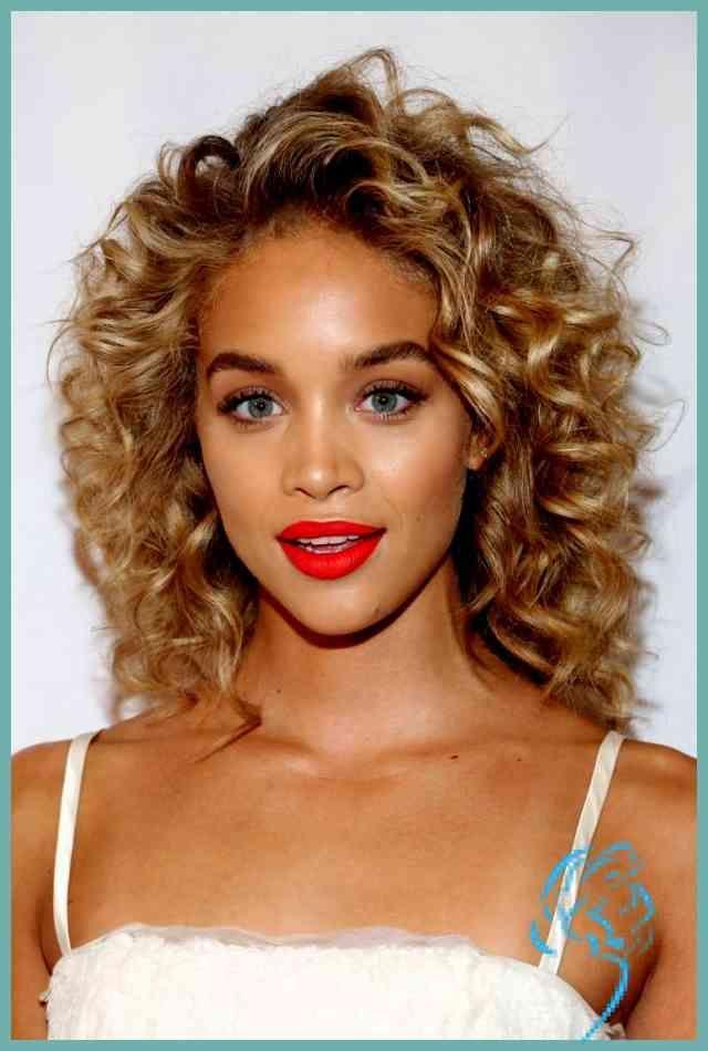 Neuesten Neue Frisuren Mittellang Lockiges Haar Bilder Damen Frisuren Naturlocken Frisuren Haarschnitt Naturlocken Lockige Frisuren