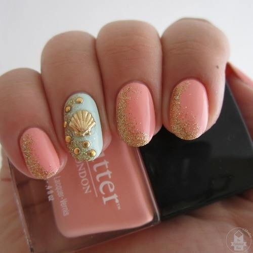 pink and gold sea shell beach nail art These colors would look great together in an outfit, too!