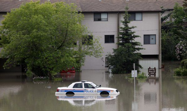 Calgary flooding forces 75,000 from homes