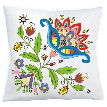 Biała poduszka z dekoracyjnym wzorem inspirowanym kwiatami haftów kaszubskich.  Kolekcja inspirowana haftem wdzydzkim. Poszewka zapinana zamkiem błyskawicznym.  Jednostronny nadruk.