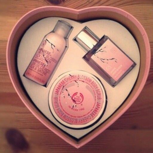 Paket Body Shop Japanesse ( Pink ) Terdiri dari : - Parfume Japanesse - Body Lotion - Body Scrub @100rb bbm 269a18ab
