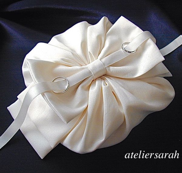 ateliersarah's ring pillow/wrapped in a circular cloth & ribbon