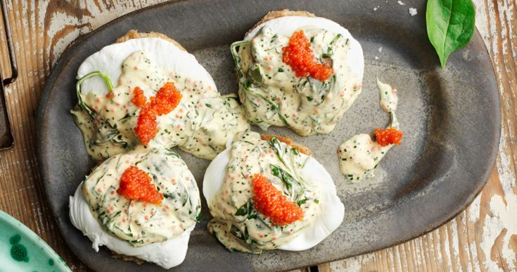 Pocherat ägg med spenat & romsås