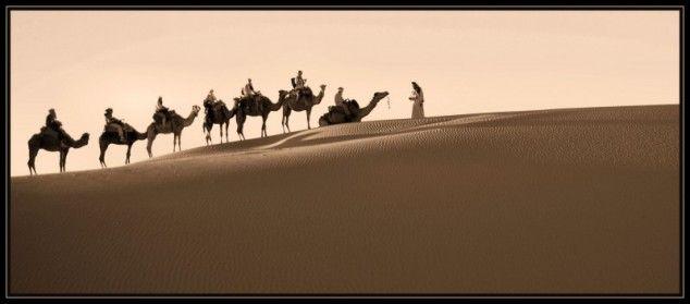 Door de woestijn - foto gemaakt in Zuidelijke Sahara en oases, Marokko