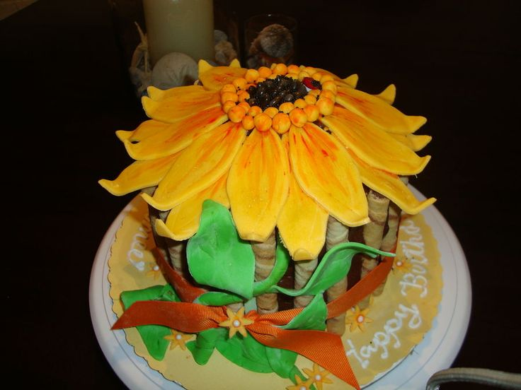 Sunflower Birthday Cake | Sunflower Birthday Cake - Inspired by photos on internet and on CC.