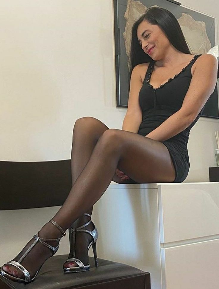 Pin on Legs - Nylon, Pantyhose, Stocking and Tights