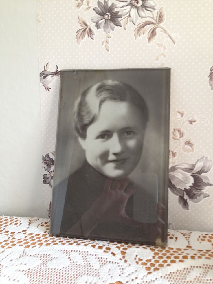 Bedroom decoration, unknown lady, photo found from garret