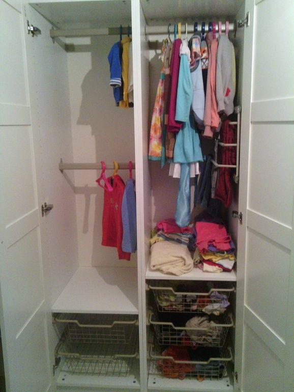 ...  и стеллаж Экспедит.Нужен шкаф для одежды. Максимальная ширина 1 метр, глубина в принципе любая. Что выбрать: детский шкаф типа Стува или какой-нибудь Пакс? Стува привлекает тем, что удобен для ребенка, но маленький он какой-то... Или если сверху навесную секцию, то нормально будет? Может, лучше Пакс взять, на дольше хватит?Или что-то еще ...