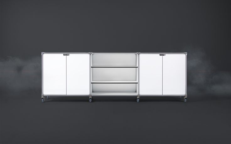 Das modulare Office Sideboard inkl. verschließbaren Türen steht auf Rollen, lässt sich individuell anpassen und ist in 13 Farben erhältlich.