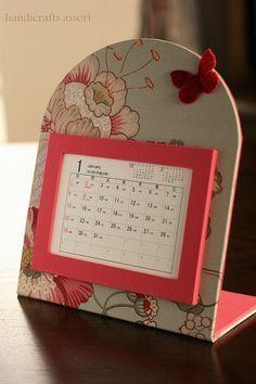 12月のレッスンは、カレンダーホルダーを作りたいと思いますスワニーで一目ぼれしたインポートファブリックに、スイートなピンクの布クロスを使っています。蝶々もアクセントに付けて…はがき(2L)サイズですので、写真も入れて頂けます。■日時■2011年12月11日(日)9:00~12:00■レッスン課題■インポートファブリックで作る卓上カレンダー※大柄プリンですので、柄の出方が写真と異なることがあります。■講習料■¥5,000(レッス...
