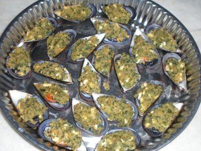 Cozze gratinate, un antipasto classico della cucina mediterranea