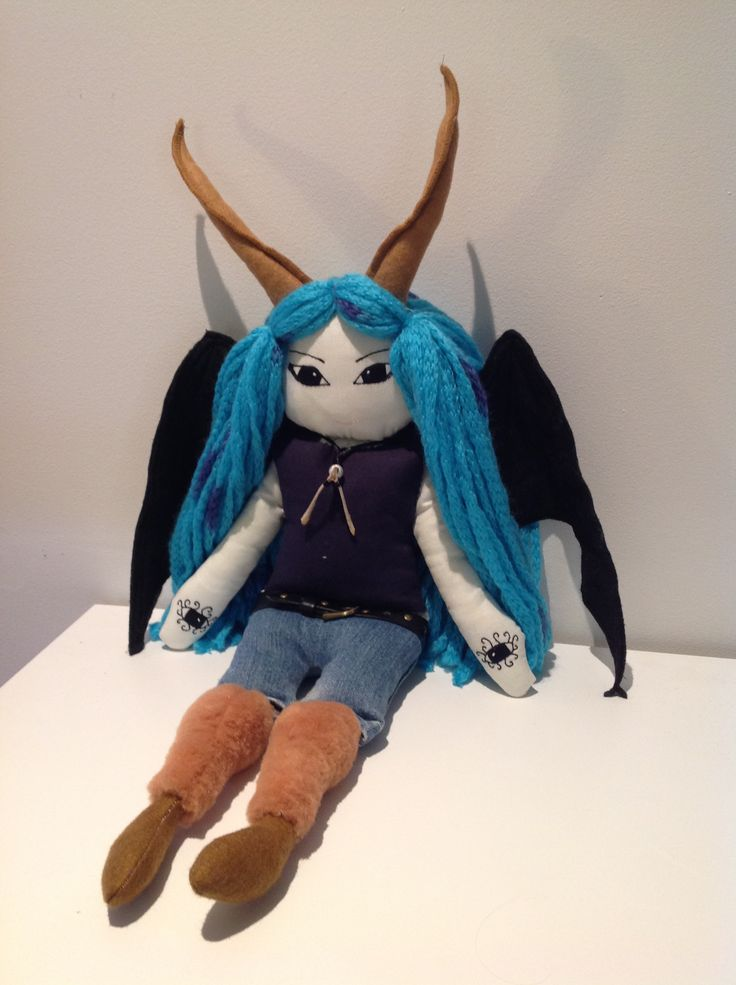 My daughter is a fan of fantasy novels. I made this doll of a character she liked in The Daughter Of Smoke and Bone by Laini Taylor.