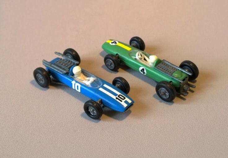 cooper formule 1 3l 10 mini dinky toys n 60 lotus formule 1 3l 4 mini dinky toys n 61. Black Bedroom Furniture Sets. Home Design Ideas