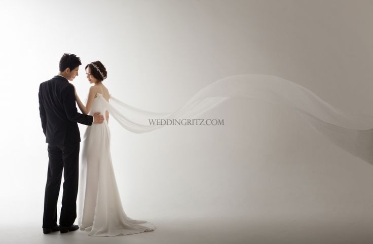 Any Studio recently reopened in a new place. Their photographs are dramatic and simple. However, this new sample is more like feminine and gorgeous looking. Since the new studio is bigger than the previous studio, it provides wider view, and helps photographer to express atmosphere better. With this strength and the existing technique, the best result will be provided to Brides.