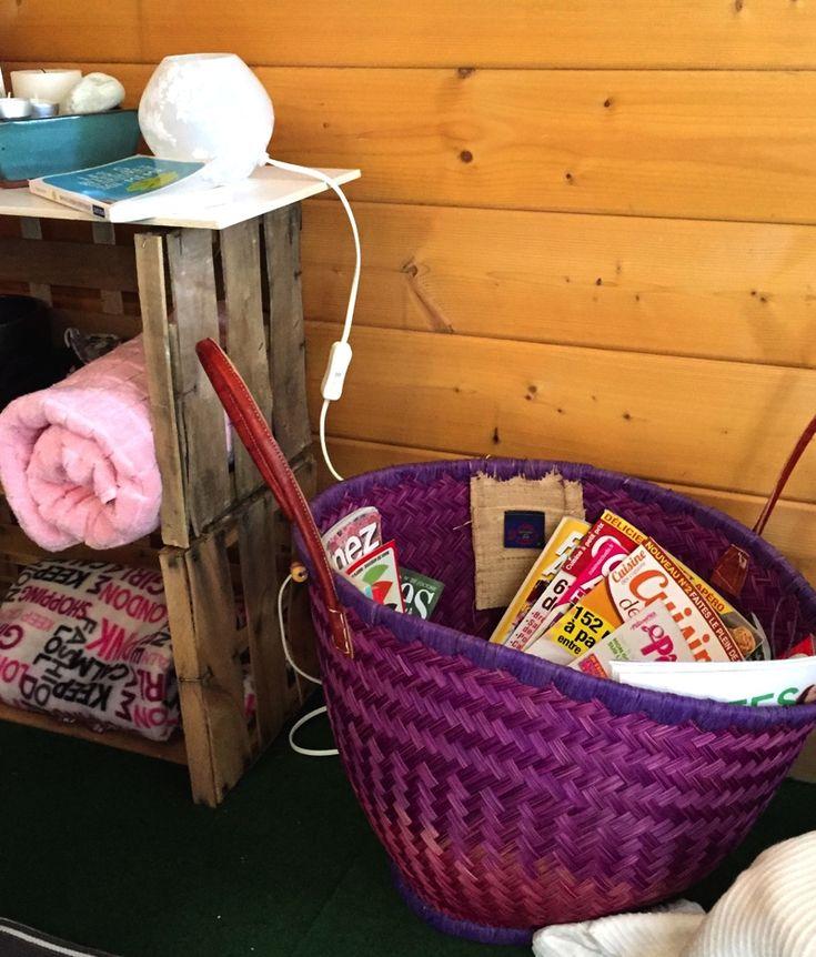Découvrez l'espace détente de @LiveLove_Cook aménagé avec BABOU : bougies, peignoir à 20€, plaid, tongs à 1€50, panier porte-revues à 12€...