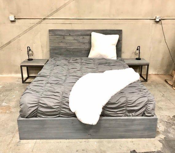 Hecho A Mano De Una Mezcla De Maderas Todo Personalizado Para Darle Una Cama Robusta Sin Sacrificar Un Aspecto Uni Reclaimed Wood Bed Frame Bed Frame Wood Beds